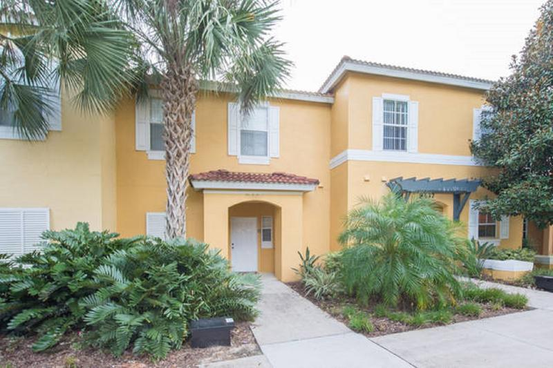 EMERALD ISLAND (8439CCL) - NEW 3BR 2.5BA townhome, gated Resort, 10 min DISNEY - Image 1 - Four Corners - rentals
