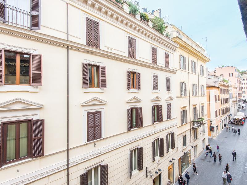 Spanish Steps Enchanting Apartment - Image 1 - Rome - rentals