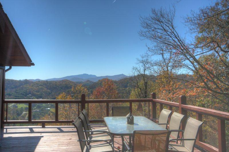 3BR Cozy, Secluded Mountain Log Cabin, Year-Round Views, Exposed Beams - Image 1 - Vilas - rentals