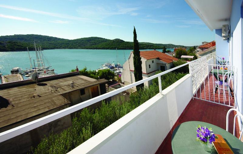 R3(3): balcony - 5654 R3(3) - Tisno - Tisno - rentals