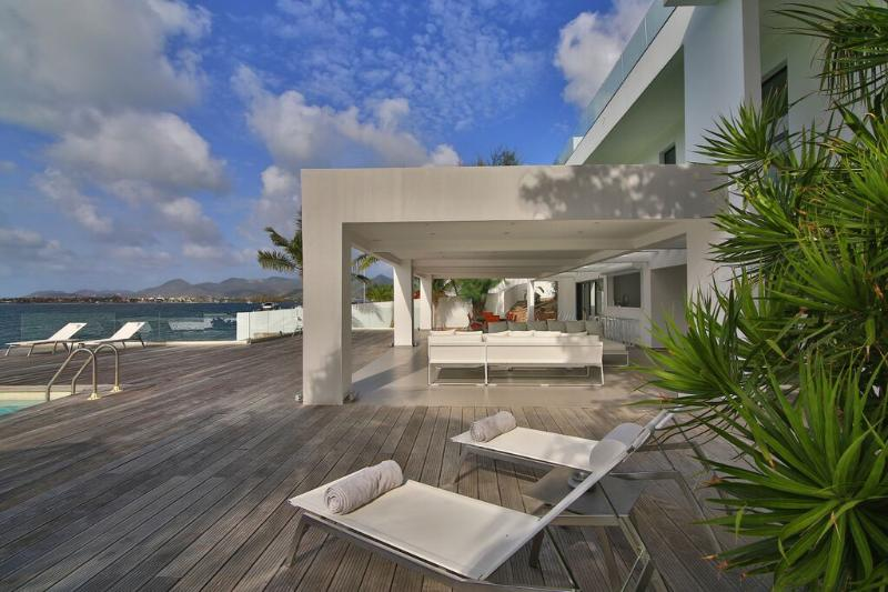 The Reef, Pointe Pirouette, St Maarten - THE REEF... Outstanding New Modern Waterfront Villa, Austoundingly Affodable Luxury!! - Mullet Bay - rentals