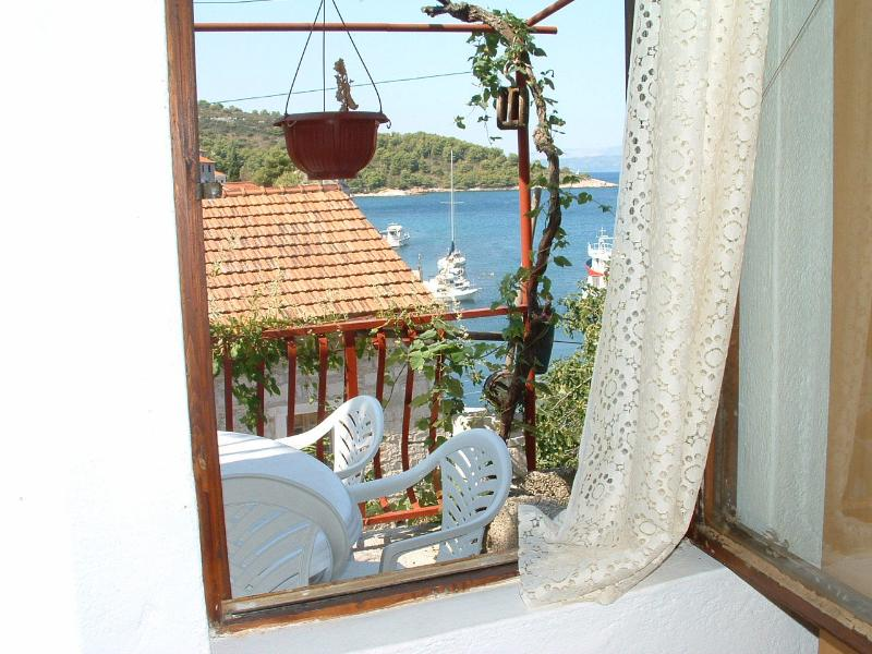 A1(4): window view - 03102STOM A1(4) - Stomorska - Stomorska - rentals