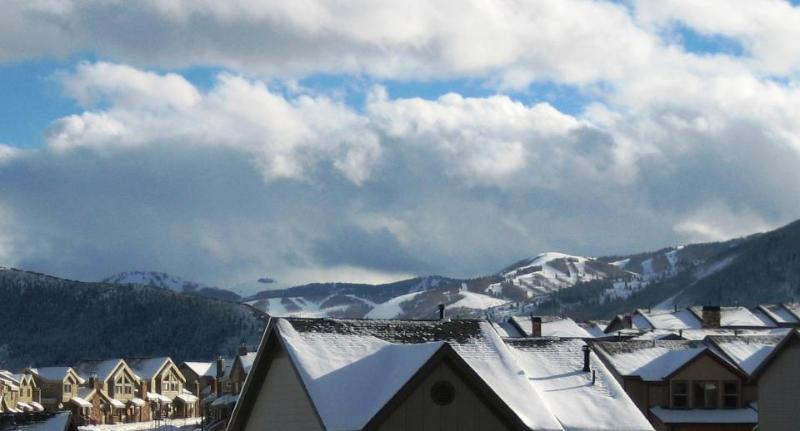 Luxurious dual masters w/private hot tub & Clubhouse and shared pool access! - Image 1 - Park City - rentals
