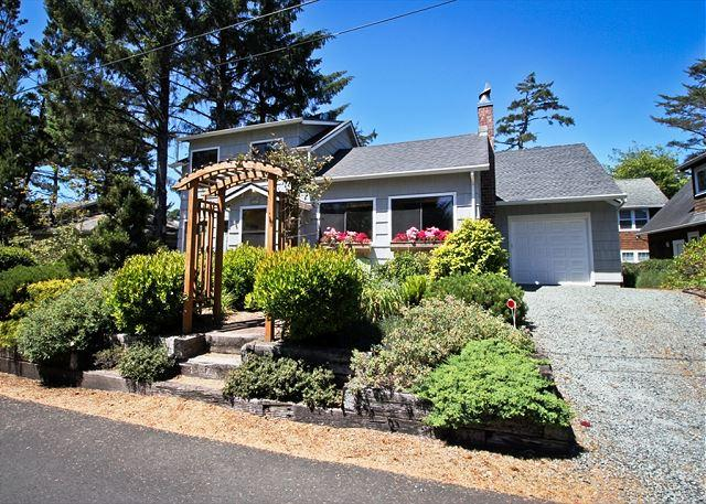 Front view of Sherwood Forest from the road. - SHERWOOD FOREST ~Charming classic beach cabin with a great central location. - Manzanita - rentals