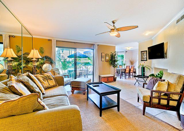 Relax in this Tommy Bahama style living room with flat screen TV and ceiling fan. - 20% OFF DEC Beautiful condo w/ heated oceanfront pools and spas -beach access - Solana Beach - rentals