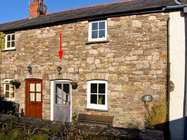 CARIAD COTTAGE, pet-friendly, character holiday cottage, with a garden, in Llangattock, Ref 920255 - Image 1 - Llangattock - rentals