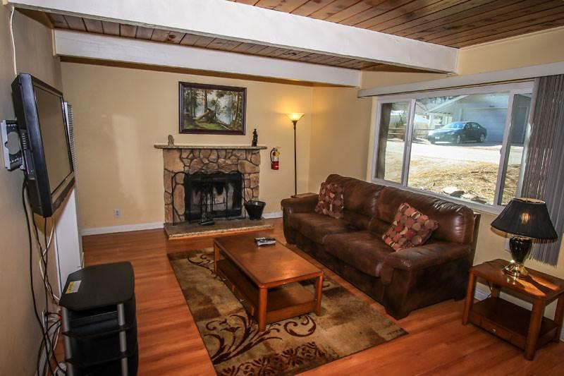 Living Room - front unit - Cozy Cabins,  Close to Ski Lifts, 2 units - City of Big Bear Lake - rentals