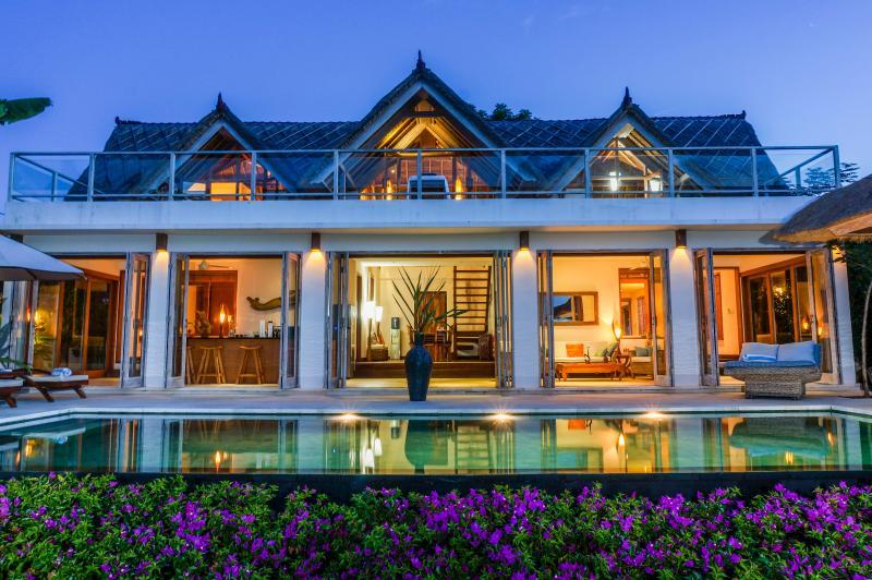 Villa Nusa at dusk - Villa Nusa - Stunning private villa, Lembongan - Nusa Lembongan - rentals