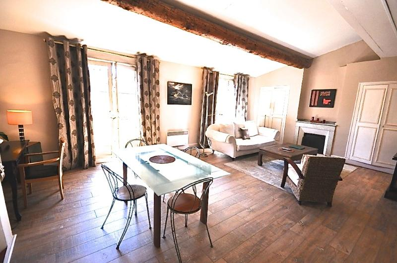 Living and dining room very bright - Apartment Clemenceau, 2bedrooms, terrace, Cours Mi - Aix-en-Provence - rentals