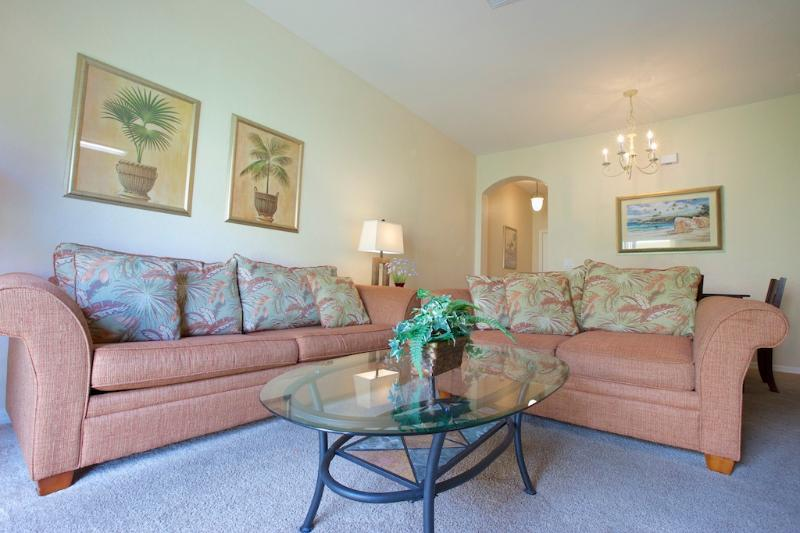 Living Room - Family Friendly 4 Br, TV in All Rooms & Free WiFi - Davenport - rentals