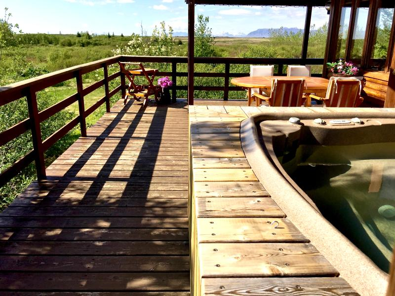 View to the North from the Hot Tub, perfect to view the Northern Lights - Peaceful location, Beautiful and Cosy Cottage - Borgarnes - rentals