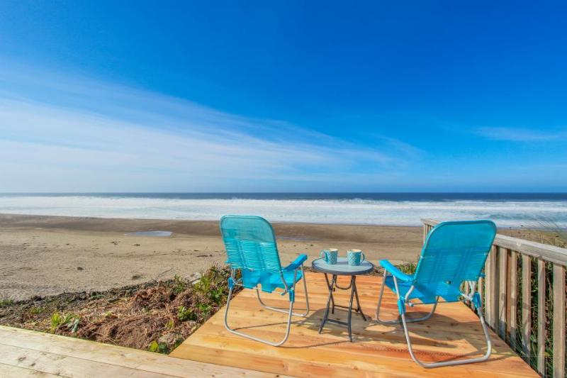 Bright and cozy oceanfront home w/ easy beach access and amazing views - Image 1 - Gleneden Beach - rentals