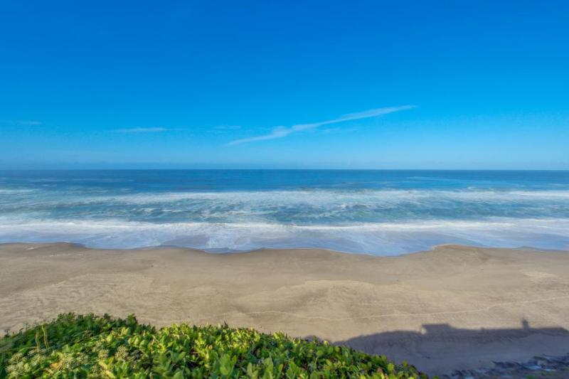 Oceanfront home w/ private hot tub, terrific views, and space for 23 guests - Image 1 - Gleneden Beach - rentals