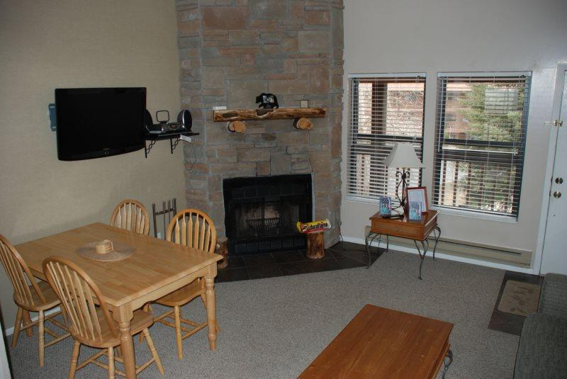 Living Room - Vacation Condo with Views of Snowbasin and Pineview Lake at Wolf Creek Utah Resort - Eden - rentals