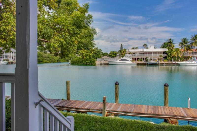 Lovely bayfront home overlooking Lake Lucille with a dock - Image 1 - Marathon - rentals