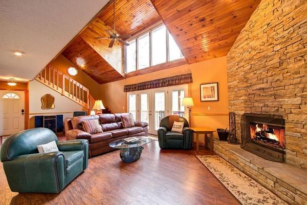 Living Room at Living The Dream - LIVING THE DREAM - Gatlinburg - rentals