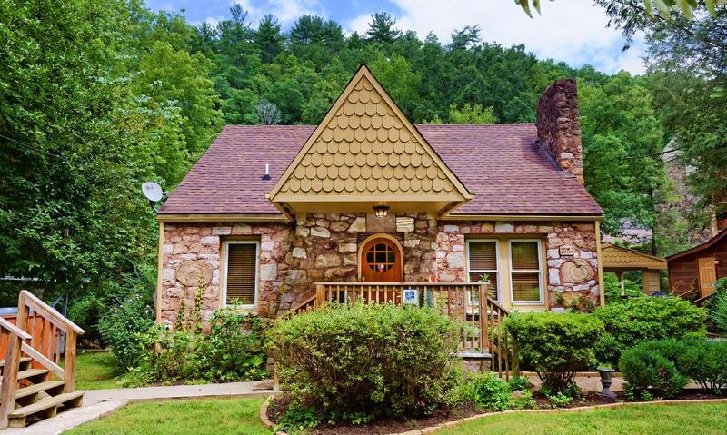 Simone's Cottage - Image 1 - Gatlinburg - rentals