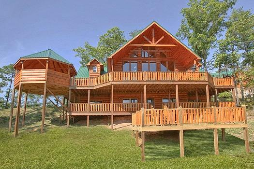 Exterior Front View at Rainbow's End - RAINBOW'S END - Pigeon Forge - rentals