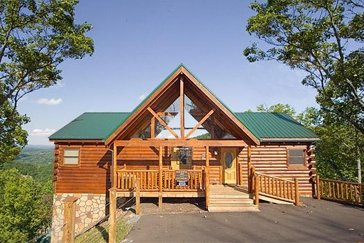 Exterior Front View at Moose Mountain Lodge - MOOSE MOUNTAIN LODGE - Gatlinburg - rentals