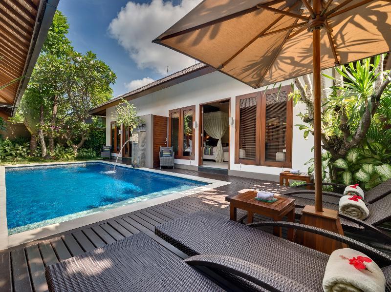 1. Lakshmi Villas - Kawi - Pool side deck chairs - Villa Kawi - an elite haven - Seminyak - rentals