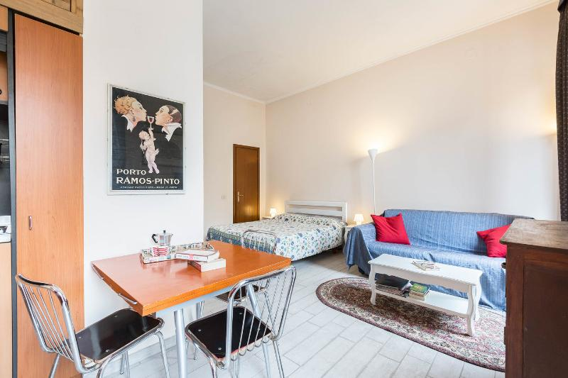 The Bedroom - Kitchen - Living Room - Studio Apartment Tritone at the Spanish Steps - Rome - rentals