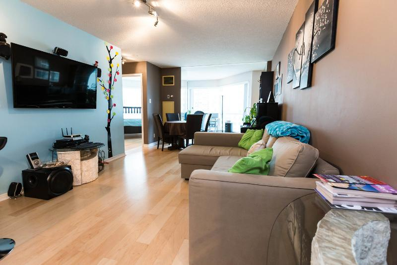 Kitchen - Large Waterfront Condo Downtown - Toronto - rentals
