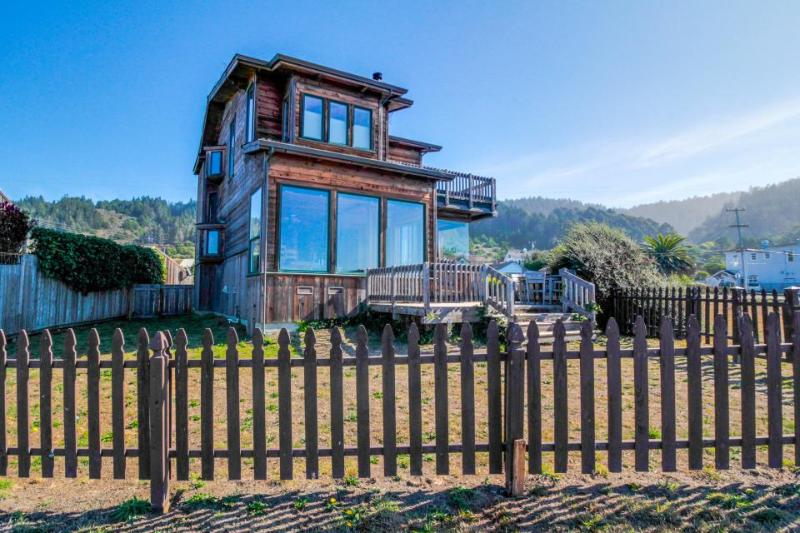 Oceanfront home with gorgeous views near trails to the beach! - Image 1 - Westport - rentals