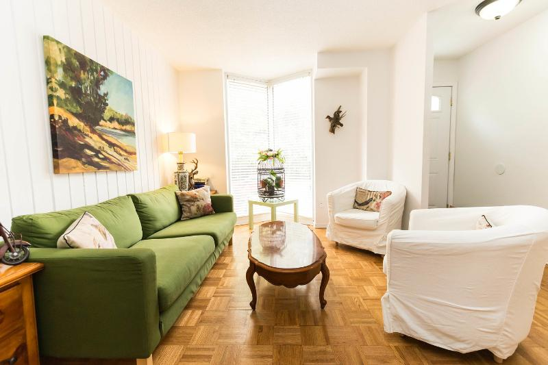 Living Room - Furnished House For Short/Long Term Stay - Toronto - rentals
