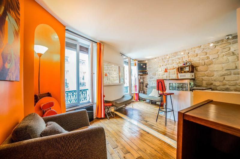 Living Room - A Romantic Vacation Spot in Paris at Montmartre - Paris - rentals