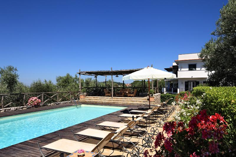 The well-kept shared gardens boast a wonderful 10m x 5m swimming pool. - Le Capannelle - Tosca nr.3 - Massa Lubrense - rentals