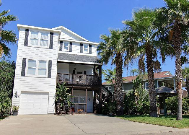 Welcome to 707 Park Place - Fabulous 5 bedroom home with a PRIVATE POOL and Hot TUB!!! - Port Aransas - rentals