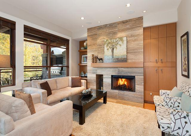 Contemporary Living Area with Fireplace and TV - Fitzsimmons Walk 14 | Whistler Platinum | 5 Star Luxury, Private Hot Tub - Whistler - rentals