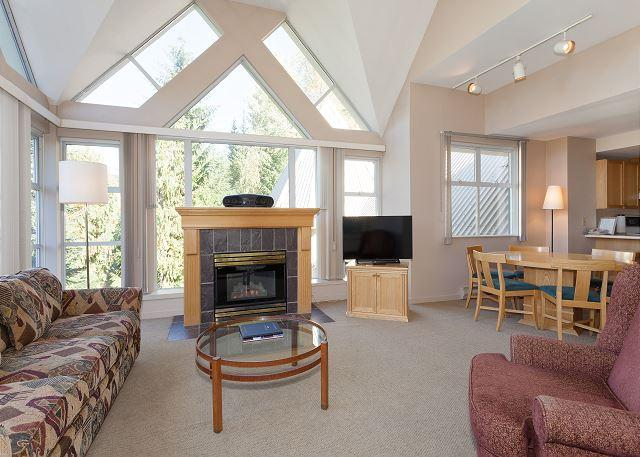 Cozy Living Area with Gas Fireplace, Flat Screen TV - Woodrun Lodge 517 | Ski-in/Ski-out, Fireplace, Common Hot Tub and Pool - Whistler - rentals