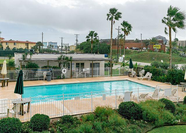 Shared Pool - Pearl Marlin: Shared Pool, Close to the Beach, Beach Walkover, Boat Parking - Port Aransas - rentals