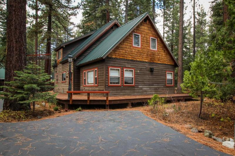 Walk your dog to the beach, then sit by the fireplace at this cozy home - Image 1 - Tahoe City - rentals