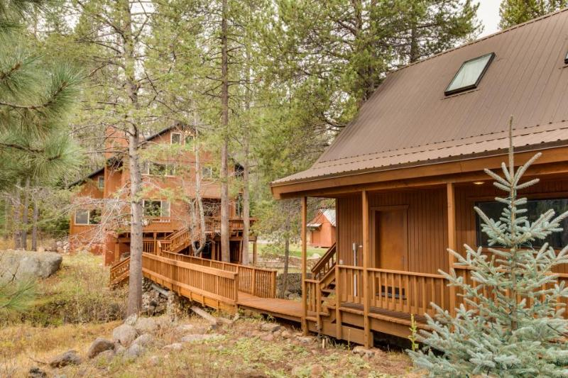 Main house + separate unit for 13 w/ firepit and hot tub! - Image 1 - Truckee - rentals