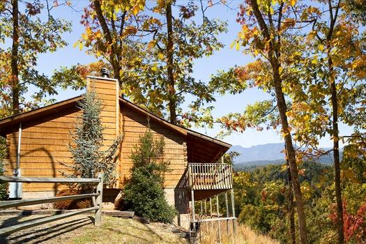 Exterior Side View at Mountain Magic - MOUNTAIN MAGIC - Pigeon Forge - rentals