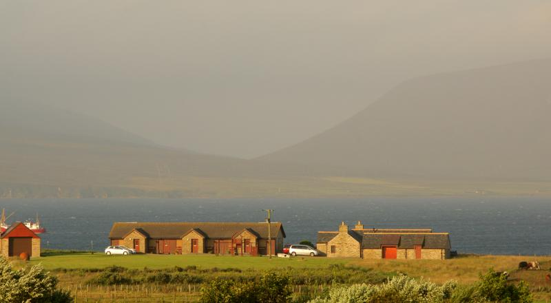 Buxa Farm Chalets & Croft House overlooking the sea and the hills of Hoy - Buxa Farm Chalets in Orphir on the waterfront - Orphir - rentals