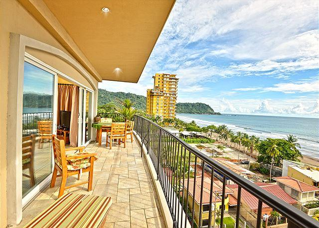Balcony overlooking Jaco Beach - Amazing Vista Mar Penthouse, Great for Party, in the heart of Jaco Beach! - Jaco - rentals
