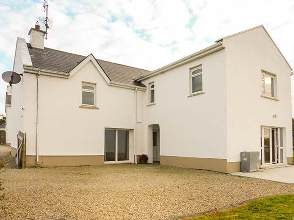 SLIEVE BAWN VIEW, open fire, sea views, fantastic touring base, pubs and shops, in Cliffoney, Ref. 924946 - Image 1 - Cliffoney - rentals