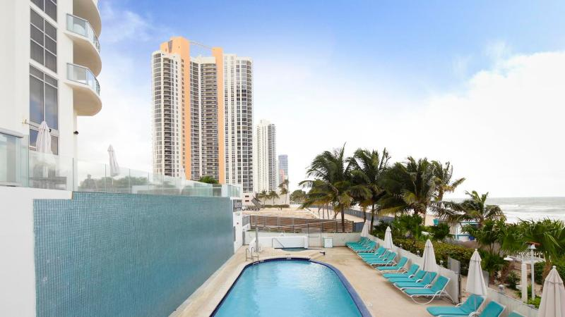 Luxurious 1/1 Ocean View Unit at the Marenas Resort! - Image 1 - Sunny Isles Beach - rentals
