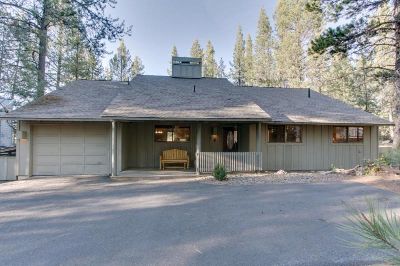 Private hot tub, across the street from SHARC! - Image 1 - Sunriver - rentals