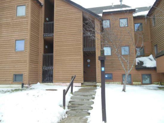 Pico H202 - Winter Exterior - Pico Resort Slopeside Condo H202 - Two bedroom Two bathroom Walk to Lift & Ski Home To Your Back Door! Sports Center on Premises - Killington - rentals