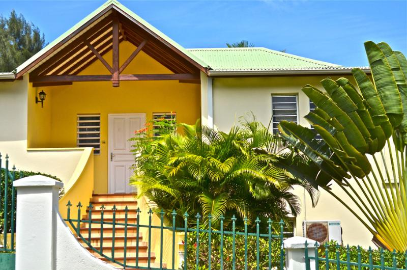 Le Source Villa... Orient Bay, St Martin 800 480 8555 - LE SOURCE VILLA... charming, affordable family villa by great beach! - Orient Bay - rentals