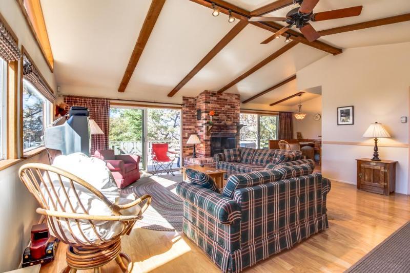 Welcoming, family-friendly cabin close to Bear Mountain Resort - Image 1 - Big Bear Lake - rentals