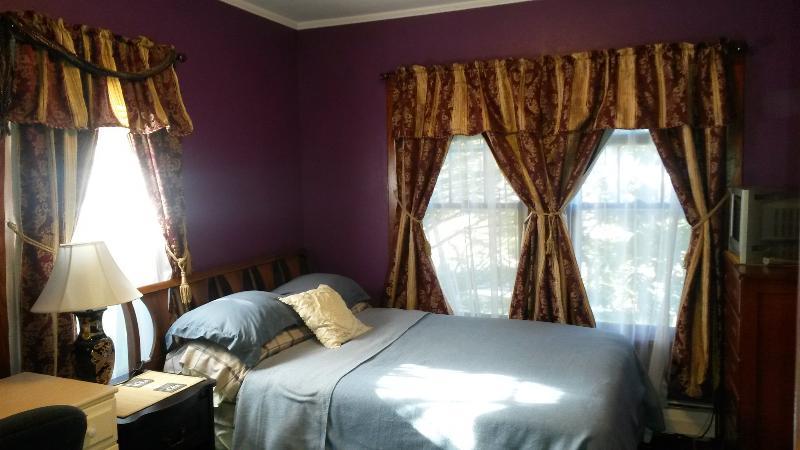 Bedroom - Double bed - Catskill Getaway apartment - Windham & Hunter - Windham - rentals
