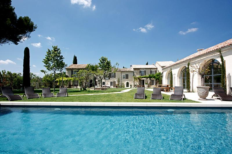 Beautiful Large Villa on Estate with Pool Near St Remy - Angelique - Image 1 - Saint-Remy-de-Provence - rentals