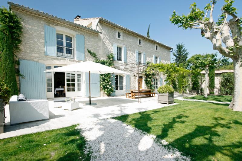 Beautiful Large Villa on Estate with Pool Near St Remy - Dahlia - Image 1 - Saint-Remy-de-Provence - rentals