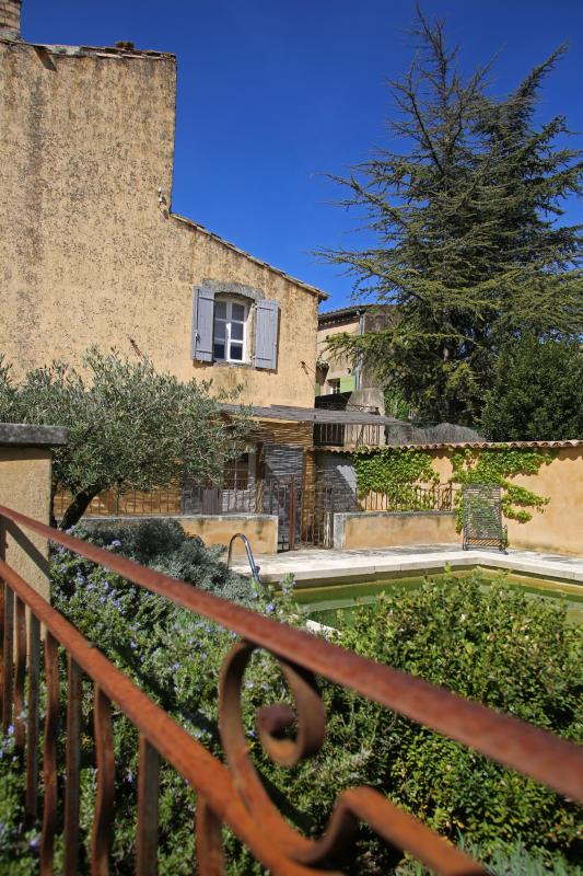 Provencal Villa with Private Garden and Pool in Luberon - Le Marocain - Image 1 - Cabrieres-d'Avignon - rentals