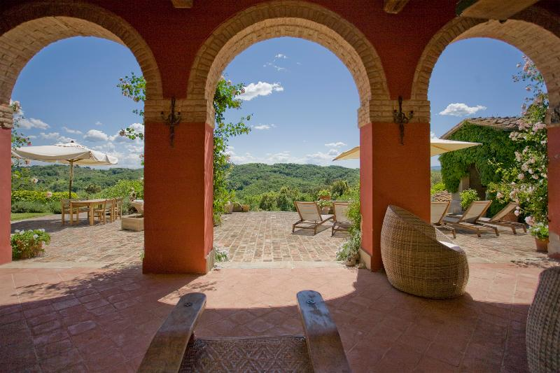 Charming Hilltop Farmhouse in Tuscany - Casa Palaia - Image 1 - Palaia - rentals